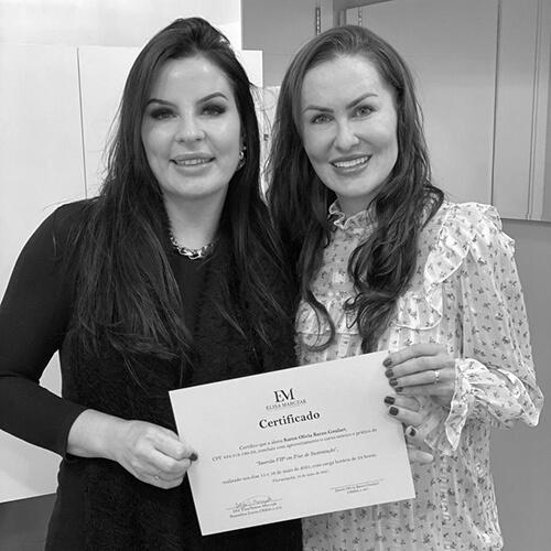 Dra. Karen Goulart realiza curso de imersão VIP em fios de sustentação